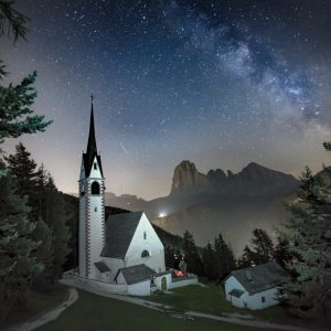 kerk en melkweg